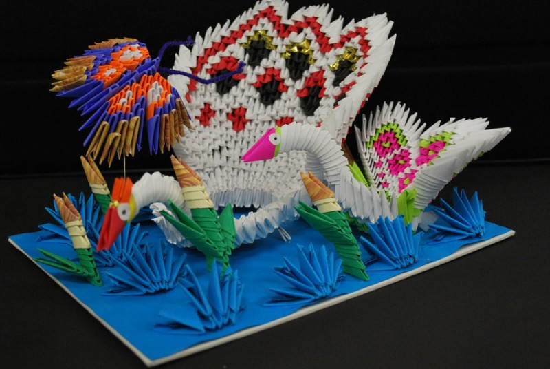 3D OrigamI Wading Swan in Pond